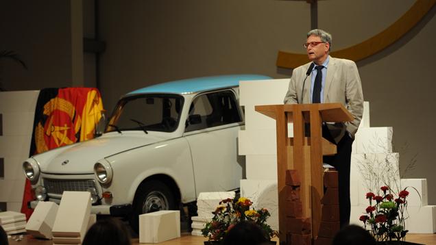Idea-Leiter Matthies beschreibt die Haltung der Kirche nach der Wiedervereinigung Deutschlands als zurückhaltend