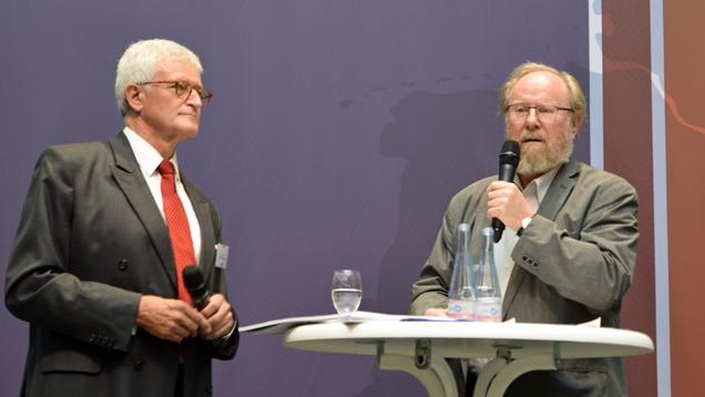 (v.l.) Rolf Schieder und Wolfgang Thierse (SPD) sprachen über die Lage der Religionsgemeinschaften in der deutschen Gesellschaft