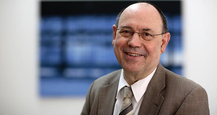 Anfang November gibt Nikolaus Schneider sein Amt als EKD-Ratsvorsitzender auf. Er will mehr Zeit für seine krebskranke Frau haben