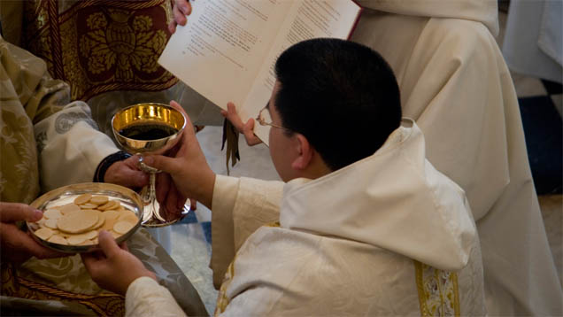 Weil es in Deutschland immer weniger Priester gibt, holt sich die Katholische Kirche Unterstützung aus dem Ausland