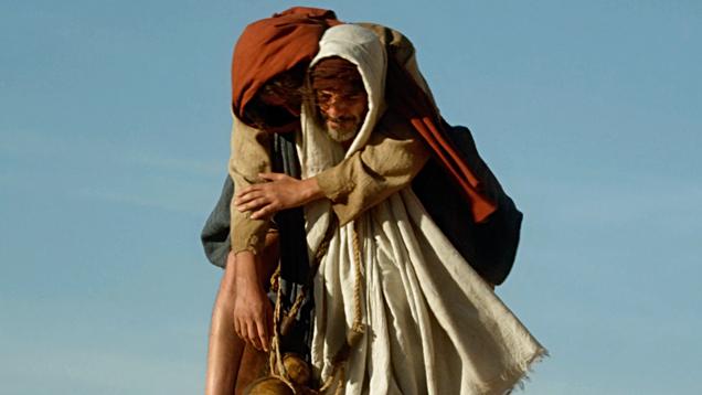 Judas trägt Jesus nach dem Fasten durch die Wüste – nicht in der Bibel, dafür aber im Film von Rabah Ameur-Zaimeche