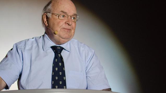 Der Oxford-Professor John Lennox debattiert öffentlich mit prominenten Atheisten wie Richard Dawkins. In Marburg versöhnte er Glaube und Wissenschaft