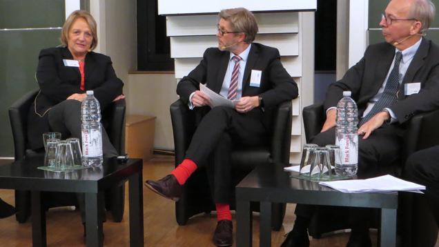 Die ehemalige Justizministerin Sabine Leutheusser-Schnarrenberger (links) forderte auf einer Fachtagung Gesetze für mehr Transparanz von Internet-Unternehmen