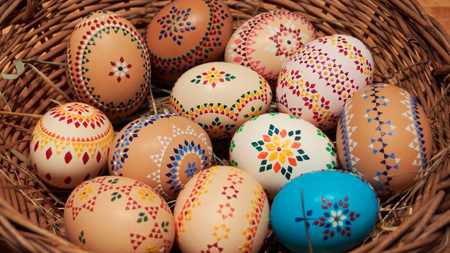 Das Handelsunternehmen Aldi Süd erklärt das christliche Osterfest und damit verbundene Bräuche