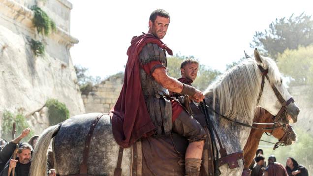"""Joseph Fiennes (""""Luther"""") in der Rolle eines römischen Zenturios, der Zeuge der Auferstehung Jesu wird. Filmstart von """"Auferstanden"""" in Deutschland: 17. März 2016"""