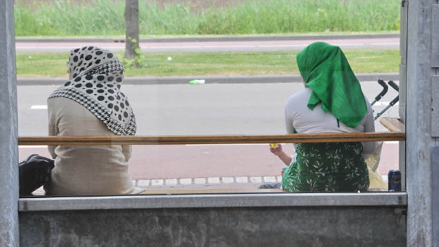 Eine Gutachterin des Europäischen Gerichtshofes stellt fest: Verbietet ein Arbeitgeber seinen Mitarbeitern das Tragen von religiösen Symbolen, fällt auch das Kopftuch darunter