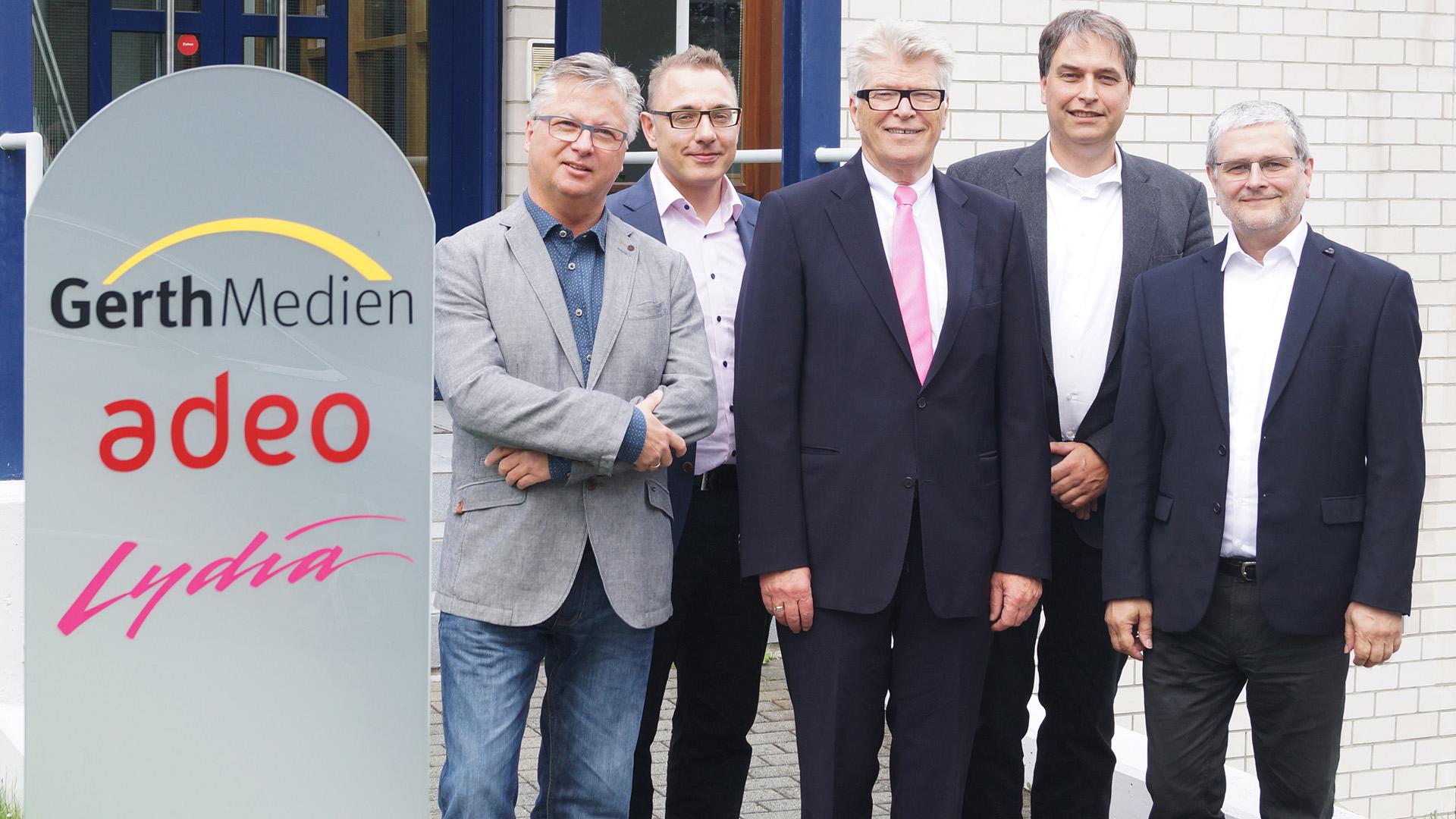 Von links: Gesamtvertriebsleiter Peter Butenuth, kaufmännischer SCM-Geschäftsführer Marco Abrahms, SCM-Vorsitzender Friedhelm Loh, Gerth-Medien-Verlagsleiter Stefan Wiesner, SCM-Geschäftsführer Ulrich Eggers