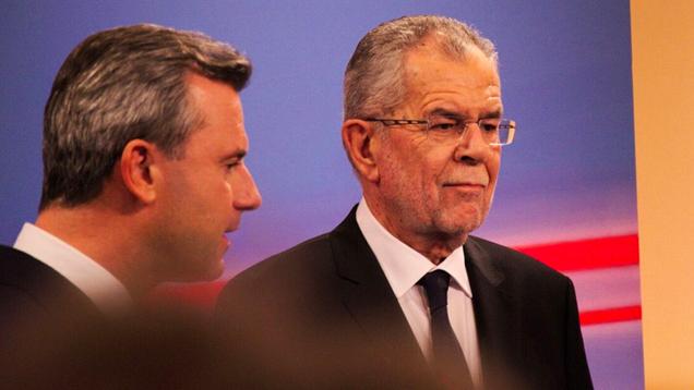 Der Grüne Alexander Van der Bellen (rechts im Bild) hat FPÖ-Kandidat Norbert Hofer bei der Bundespräsidentenwahl in Österreich besiegt