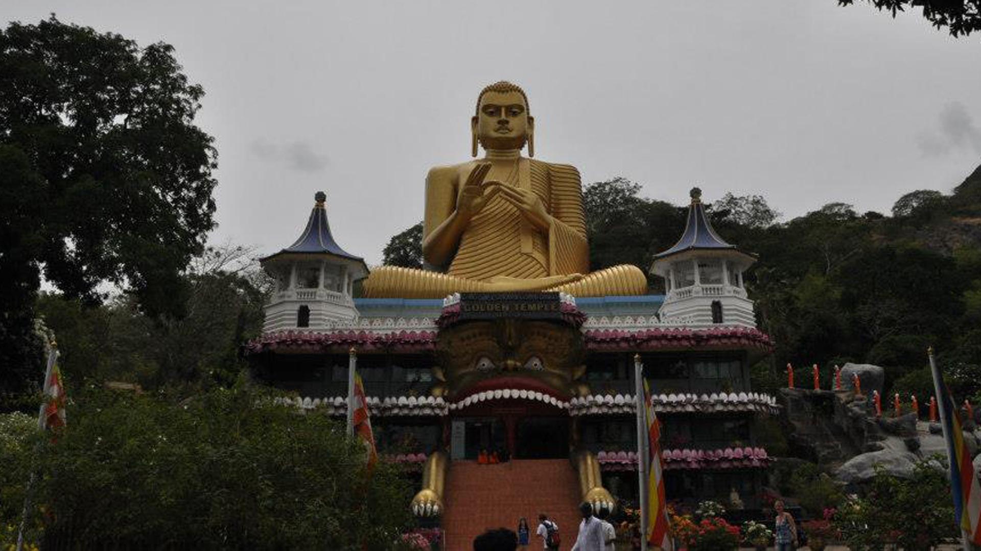 """Die Tempelanlagen mit dem Namen """"Goldener Tempel von Dambulla"""" sind seit 1991 Weltkulturerbe der UNESCO"""