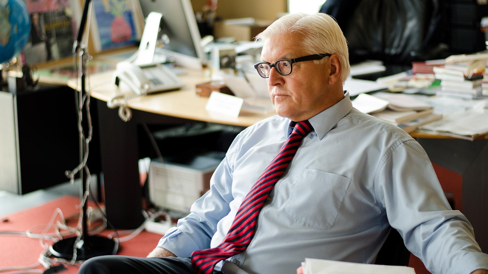 Nachdenklich: Steinmeier in seinem Büro als Fraktionsvorsitzender