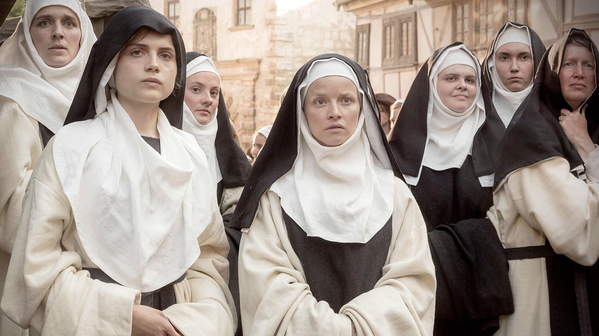 Katharina von Bora (Mitte) flieht mit anderen Nonnen auf dem Kloster, um Martin Luther zu treffen