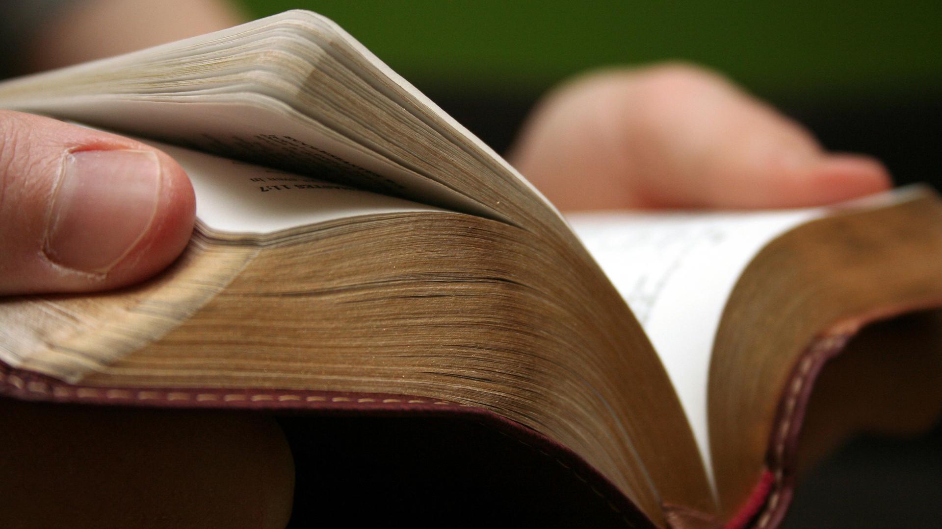 In Bristol brachten Straßenprediger Worte aus der Bibel mit Aussagen über andere Konfessionen in Verbindung