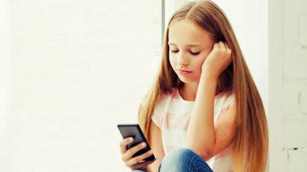 Teenie, Jugendliche, Smartphone, Handy, digitale Medien