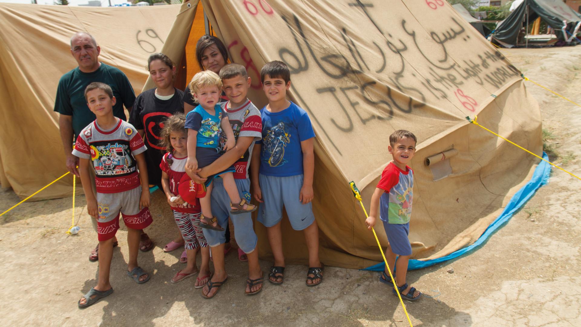 """Viele irakische Christen sind vor der Terrormiliz """"Islamischer Staat"""" in die kurdische Provinzhauptstadt Erbil geflüchtet. Die Organisation Christan Aid Program Northern Iraq (CAPNI) kümmert sich um sie."""