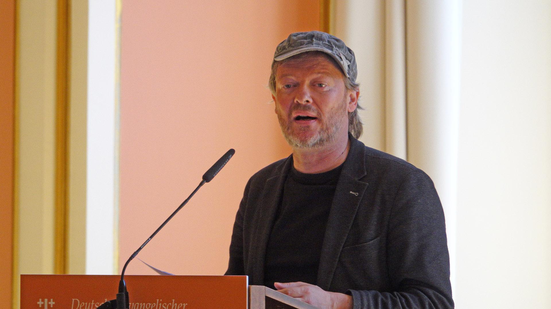 Der Philosoph Michael Schmidt-Salomon ist Vorstandssprecher der humanistischen Giordanon-Bruno-Stiftung und gilt als Religionskritiker. Er setzt sich unter anderem für die Sterbehilfe ein.