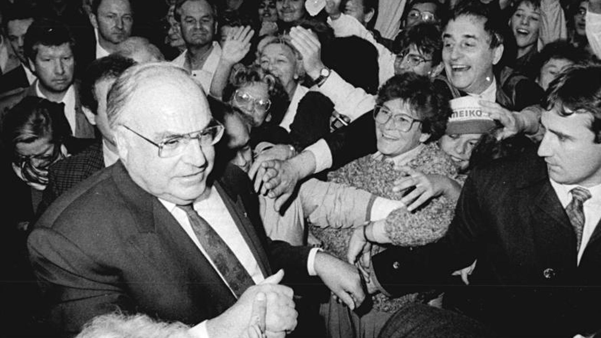 Helmut Kohl auf einer CDU-Wahlkampfveranstaltung in Dresden im Jahr 1990