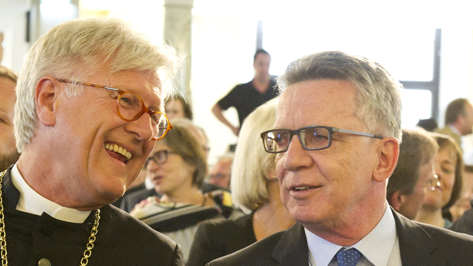 Der EKD-Ratsvorsitzende Heinrich Bedford-Strohm und Innenminister Thomas de Maizière beim Johannisempfang