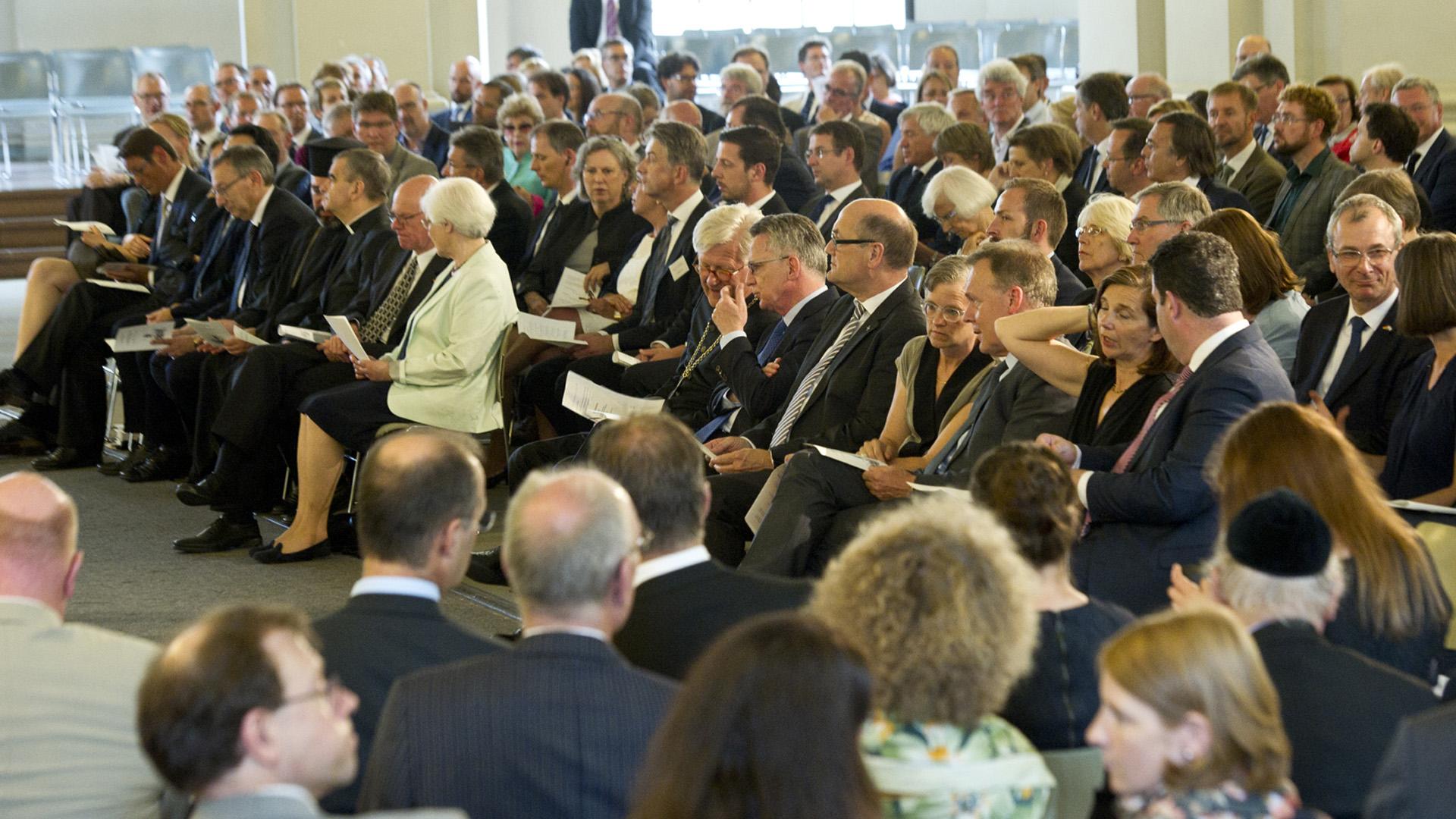 Beim traditionellen Johannisempfang der Evangelischen Kirche in Deutschland waren hochrangige Vertreter aus Politik und Gesellschaft zu Gast, unter anderem Bundestagspräsident Norbert Lammert und Innenminister Thomas de Maizière (beide CDU)