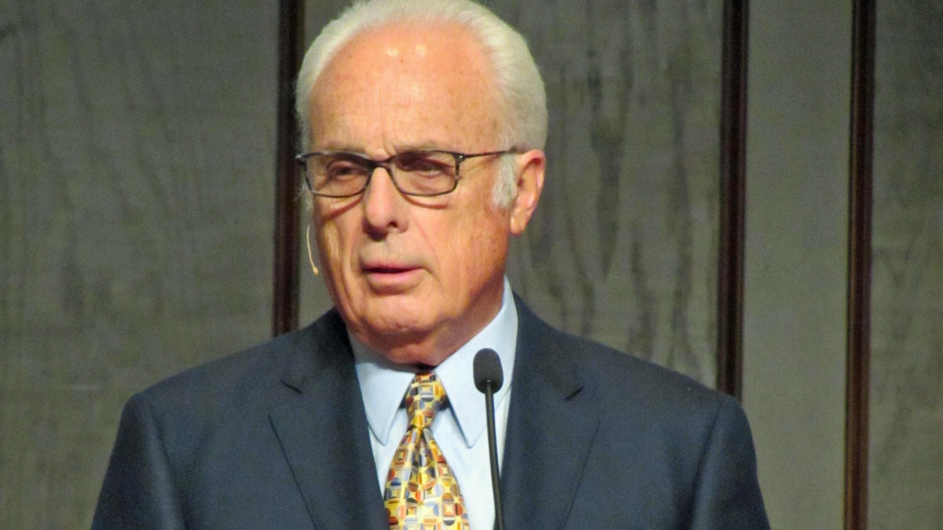 John MacArthur gilt als brillanter Bibelkenner, der allerdings mit Kollegen hart ins Gericht geht, die andere Ansätze oder Ansichten verfolgen