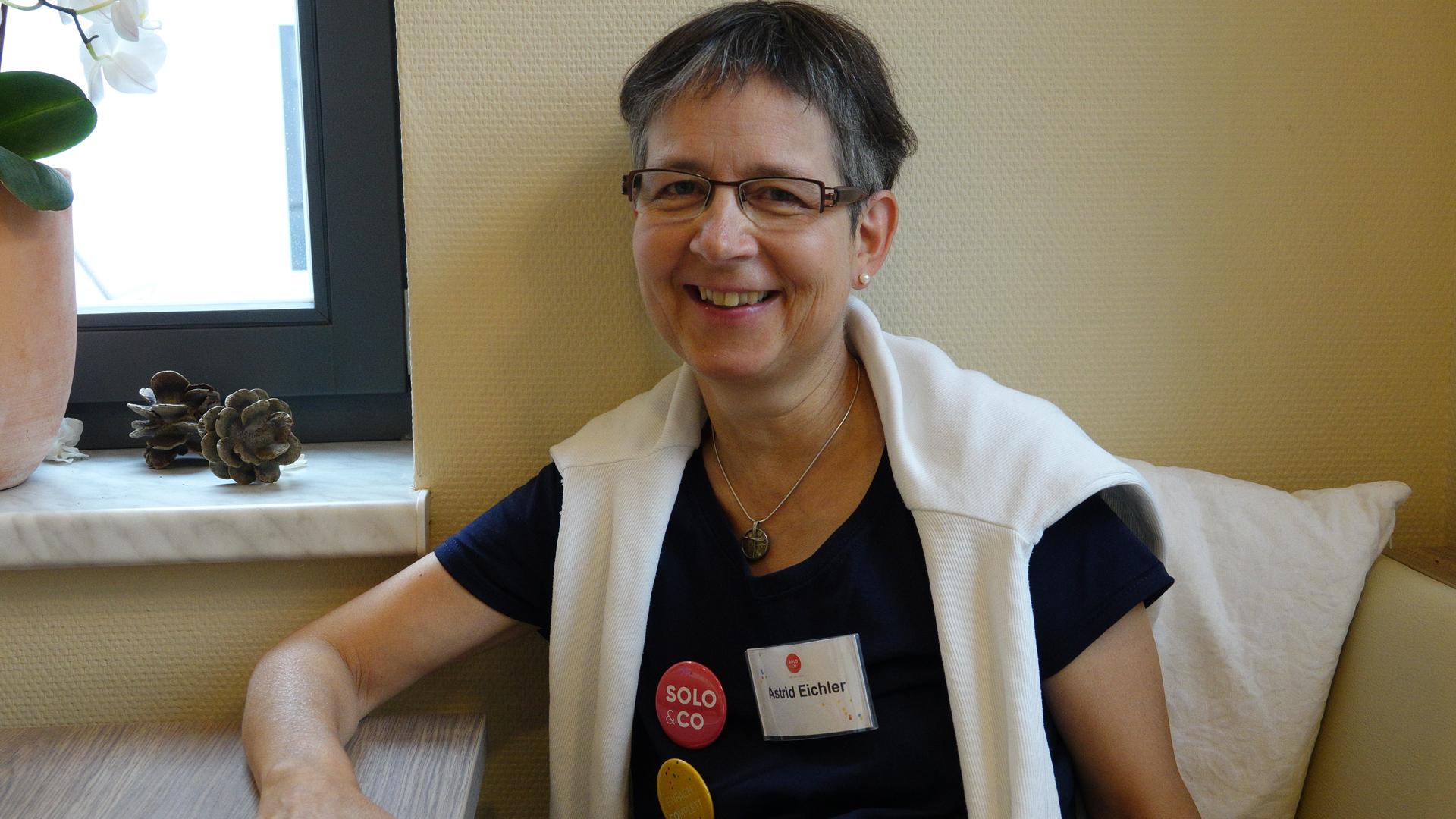 Die frühere Gemeindepfarrerin Astrid Eichler ist jetzt Bundesreferentin für Solo & Co. (früher: EmwAg e.V.), ein Netzwerk christlicher Singles und Gemeinschaftssucher