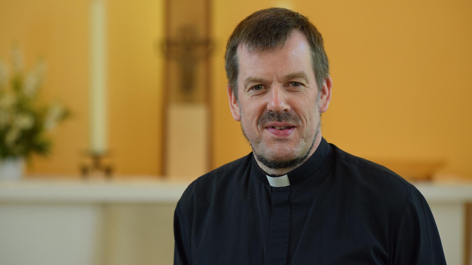 Pfarrer Gottfried Martens bietet christlichen Flüchtlingen Schutz in seiner Kirche in Berlin.