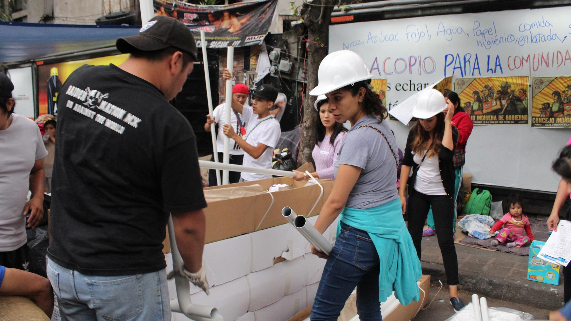 An vielen Stellen können sich die Mexikaner mit dem Nötigsten wie Wasser und Nahrung versorgen