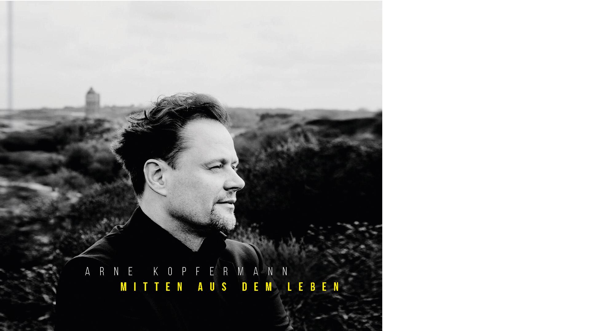 """Arne Kopfermann: """"Mitten aus dem Leben"""", Gerth Medien, 272 Seiten, 15 Euro, ISBN 9783957342379. Die Doppel-CD: SCM Hänssler, 33 Titel, 16,99 Euro. ASIN B071Y8K82T. Kopfermann spendet alle Einnahmen aus dem Projekt."""