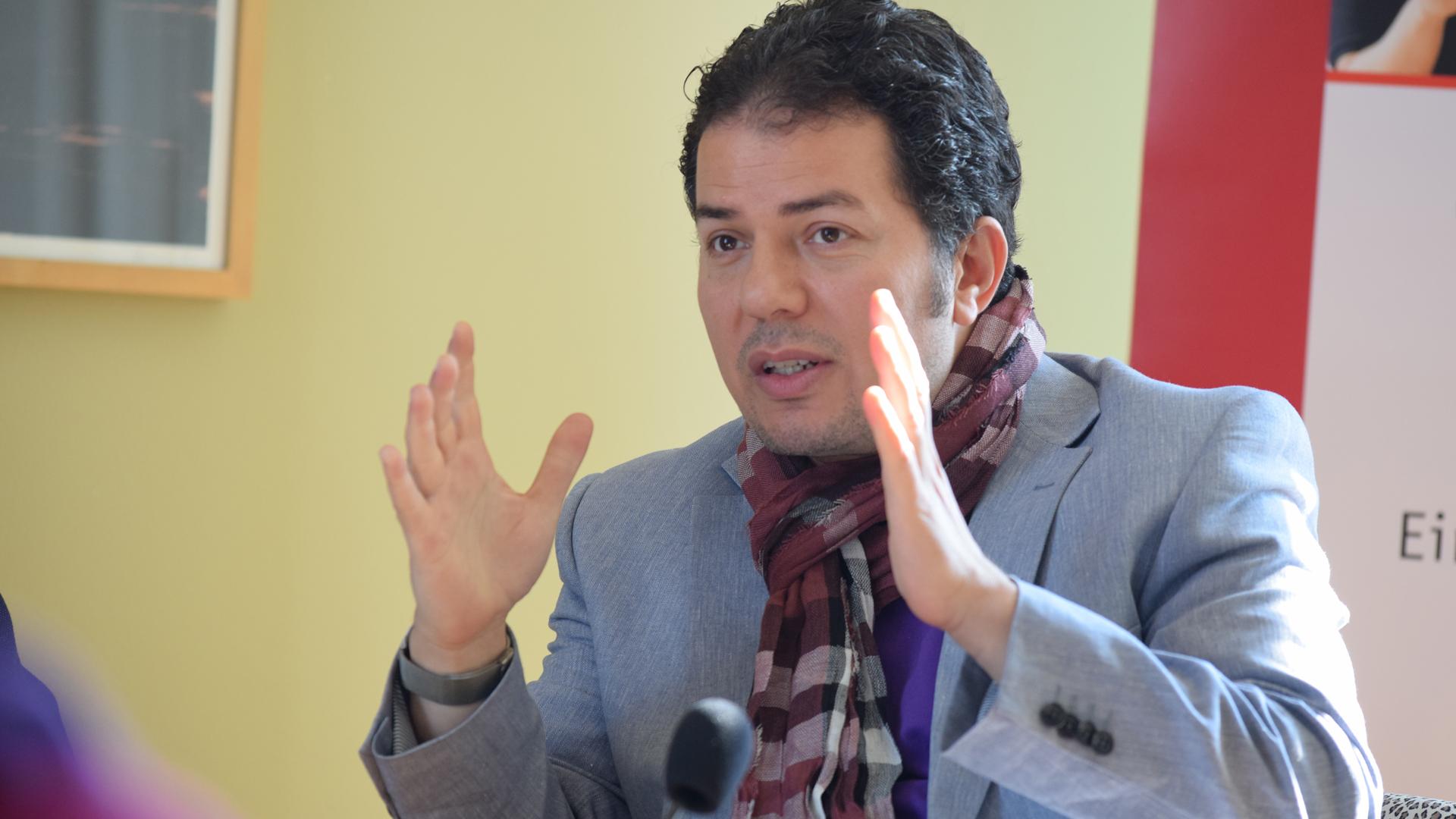 Der Autor Hamed Abdel-Samad warf in Passau den christlichen Kirchen vor, viel zu spät eine kritische Haltung gegenüber Ditib entwickelt zu haben (Archivbild)