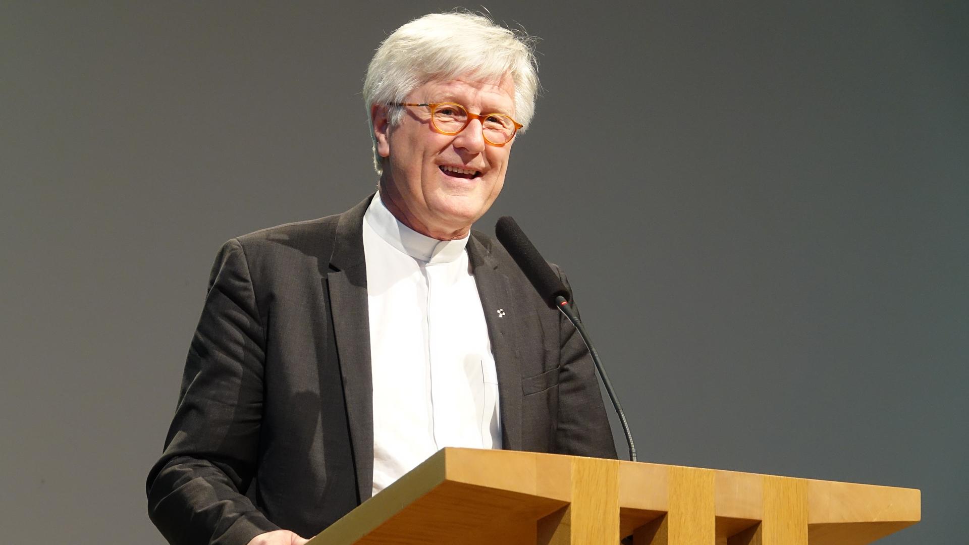 """""""Wir machen jetzt keinen Punkt, sondern einen Doppelpunkt"""", sagte der EKD-Ratsvorsitzende Heinrich Bedford-Strohm auf dem Christlichen Medienkongress in Schwäbisch Gmünd im Bezug auf das Reformationsjubiläum"""