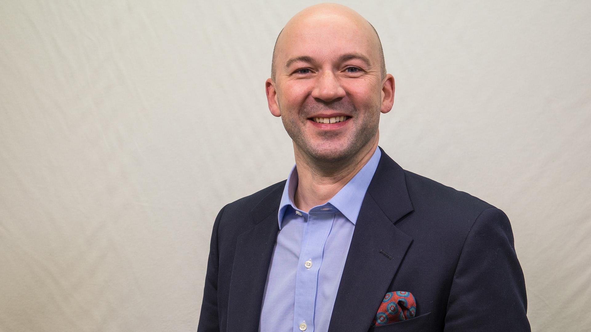 Der Leiter der Evangelischen Nachrichtenagentur idea, Matthias Pankau, will vor dem biblischen Hintergrund die Wirklichkeit abbilden