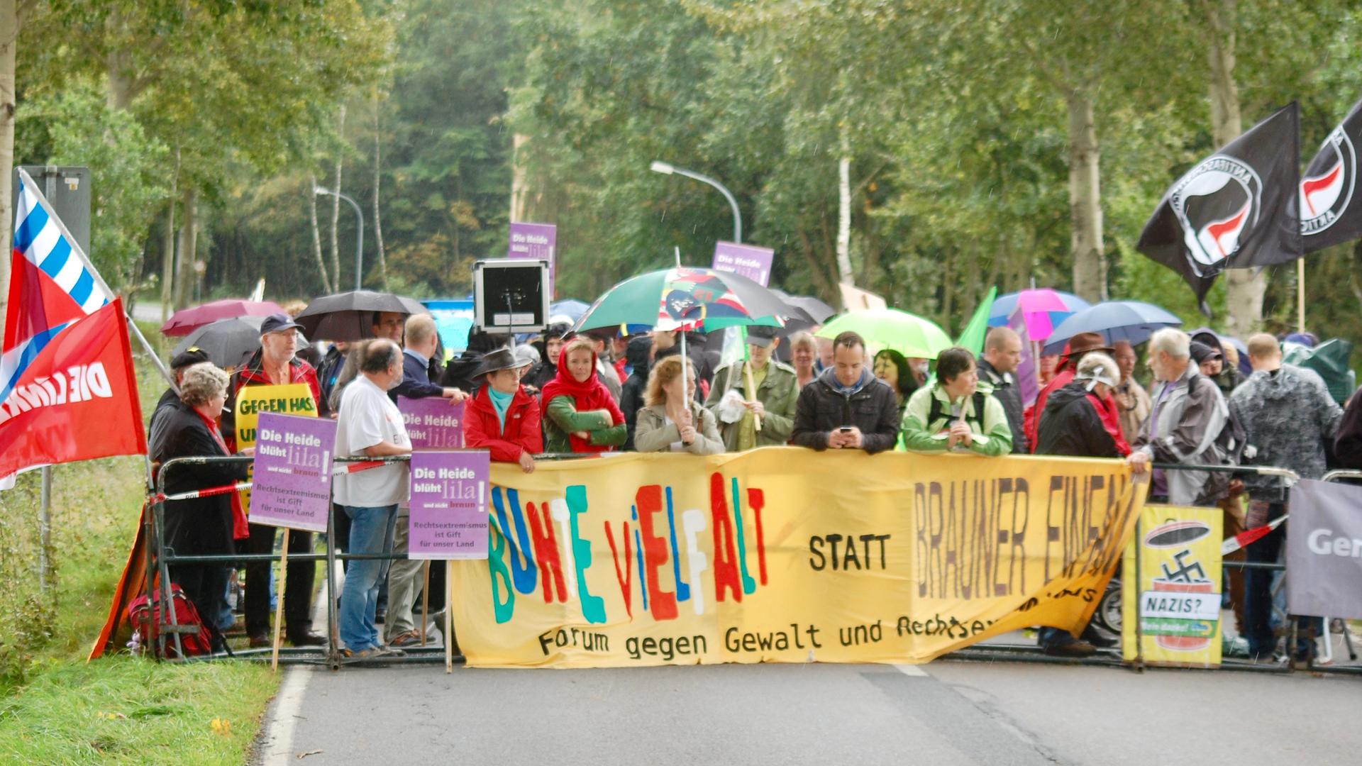 """Bei den Demos vom """"Netzwerk Südheide"""" kommen oft mehrere hundert Menschen zusammen"""