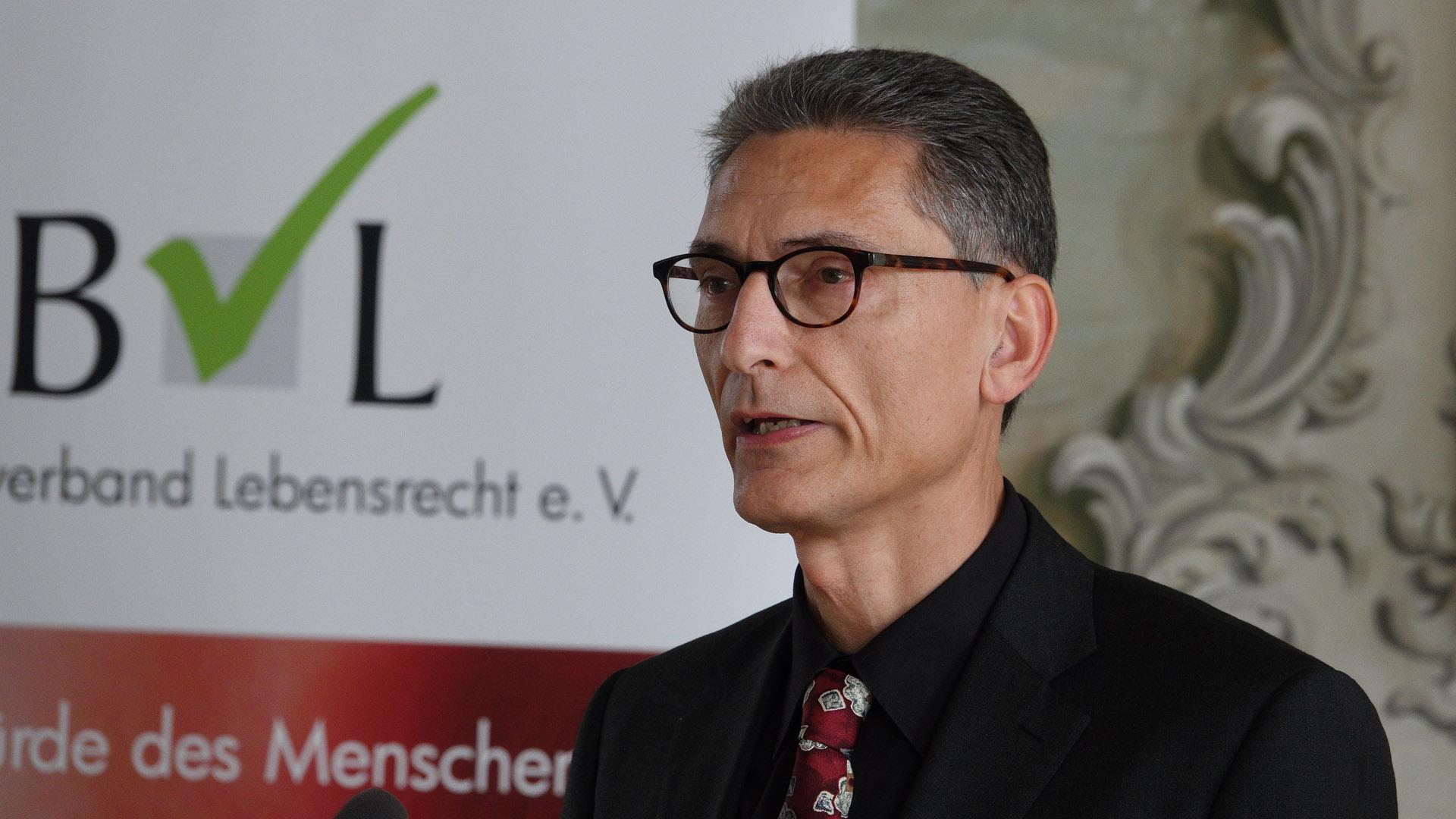 Der Jurist Rainer Beckmann sorgt sich um den Embryonenschutz