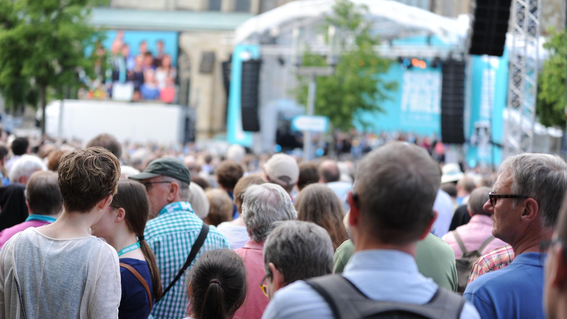 Laut Veranstalter kamen am Mittwochabend 18.000 Menschen auf dem Domplatz zusammen