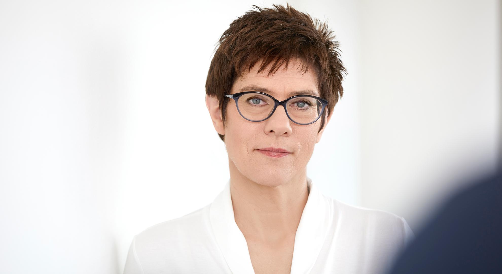 """CDU-Generalsekretärin Annegret Kramp-Karrenbauer erkennt """"an allen Ecken und Enden"""" der AfD Antisemitismus"""