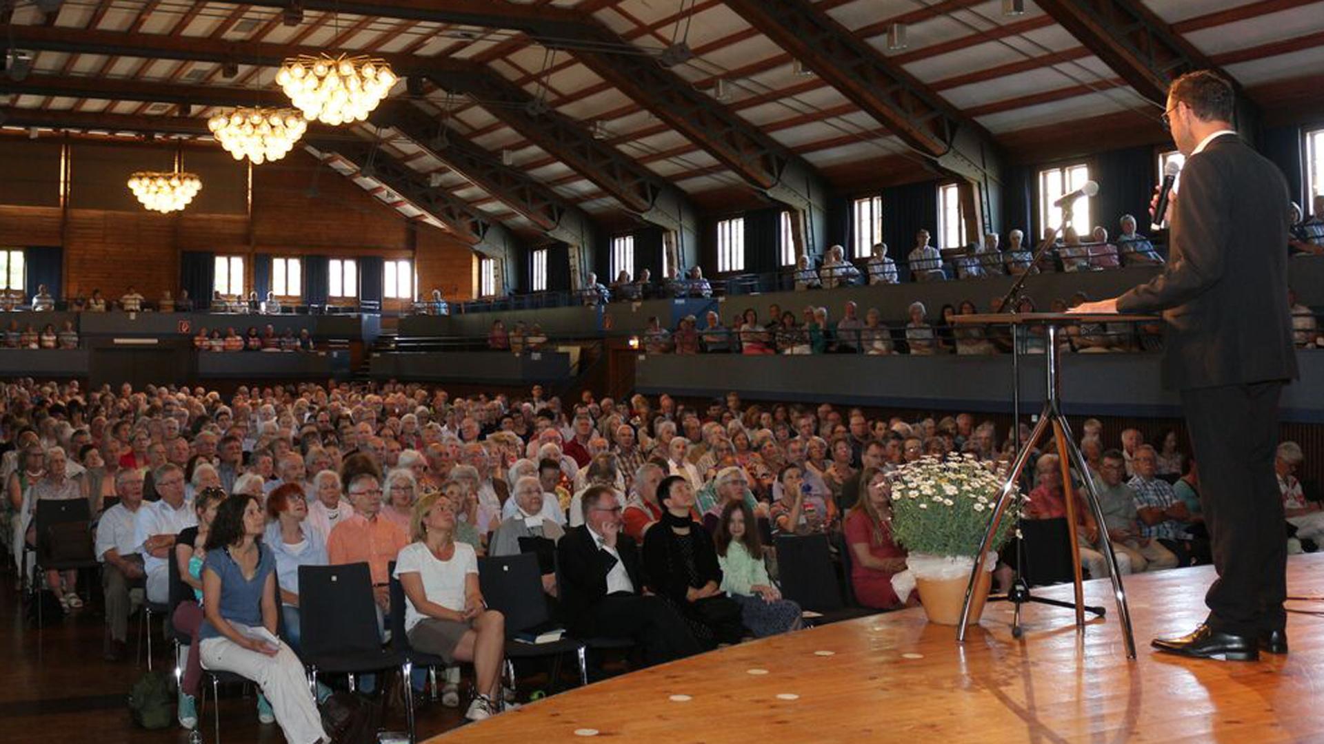 Rund 850 Christen sind an Fronleichnam im württembergischen Herrenberg zum regionalen Christustag zusammengekommen