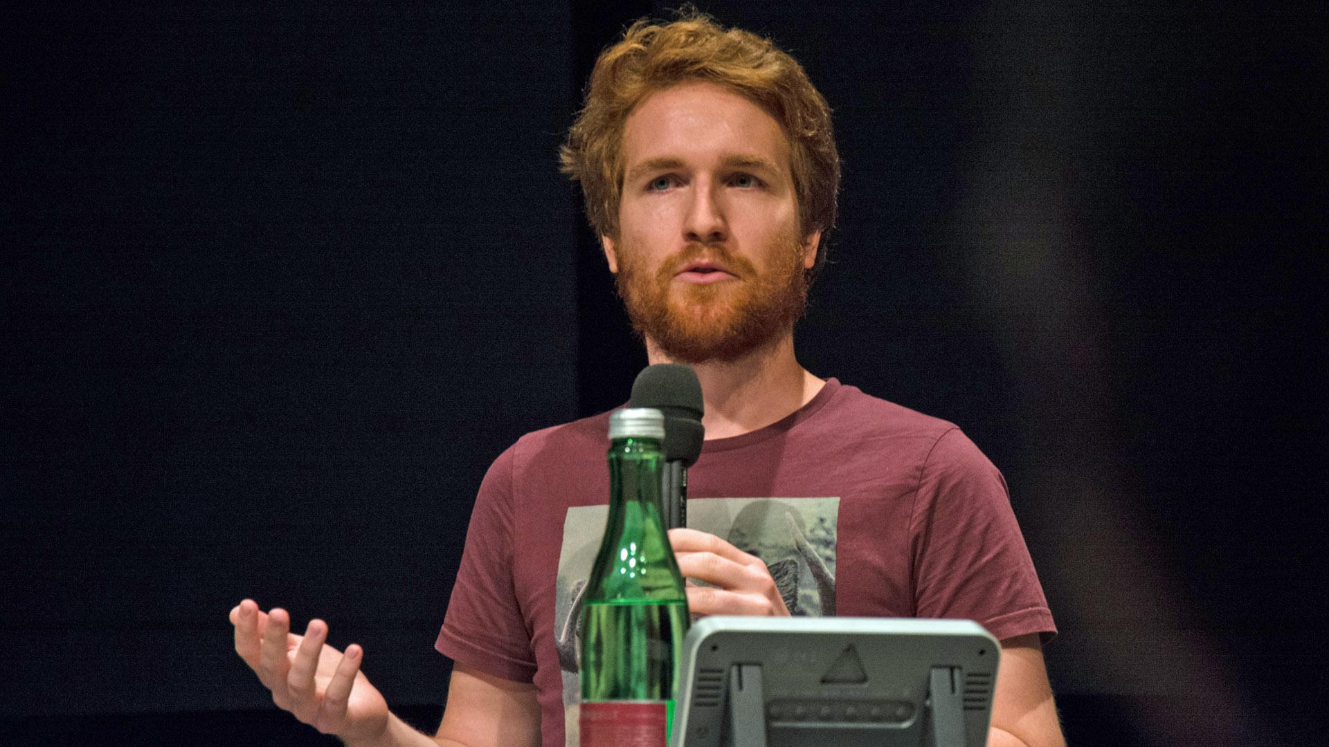 Sebastian Fellner, Journalist bei der österreichischen Zeitung Der Standard, mahnt verantwortungsvolle Suizid-Berichterstattung an