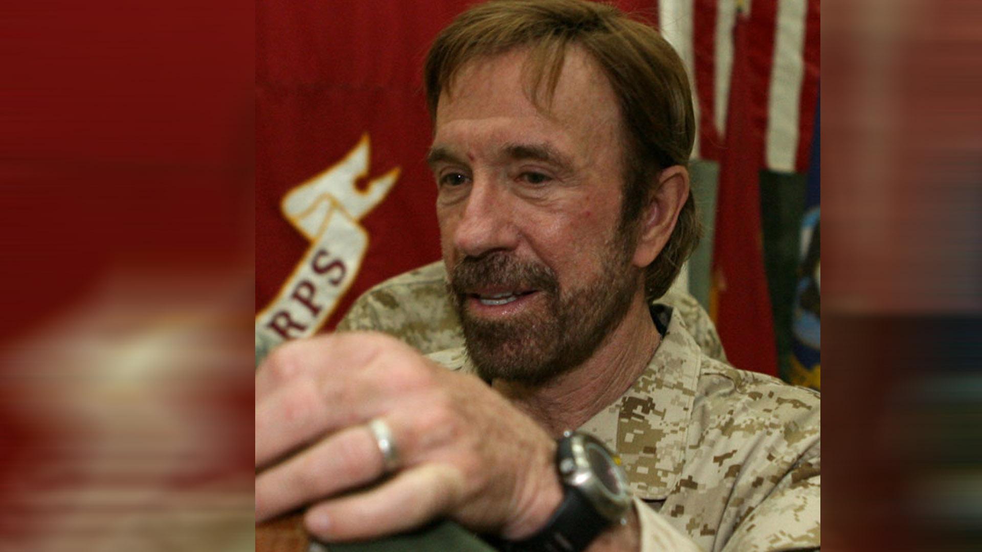 """Chuck Norris hat die Hilfsorganisation """"Kickstart"""" gegründet, die sich gegen Gewalt und Drogenhandel an Schulen starkmacht"""