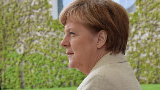 Kanzlerin Merkel stellt den Einsatz künstlicher Intelligenz unter bestimmte Bedingungen (Archivbild)