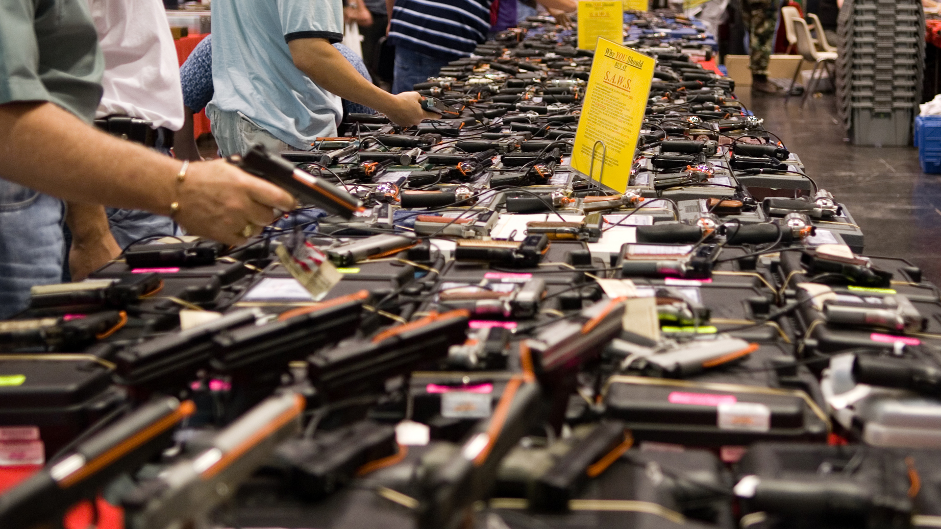 """Eine Waffenmesse in Texas. Eine Studie hat ergeben, dass die Schießeisen für """"christliche Nationalisten"""" identitätsstiftend sind."""