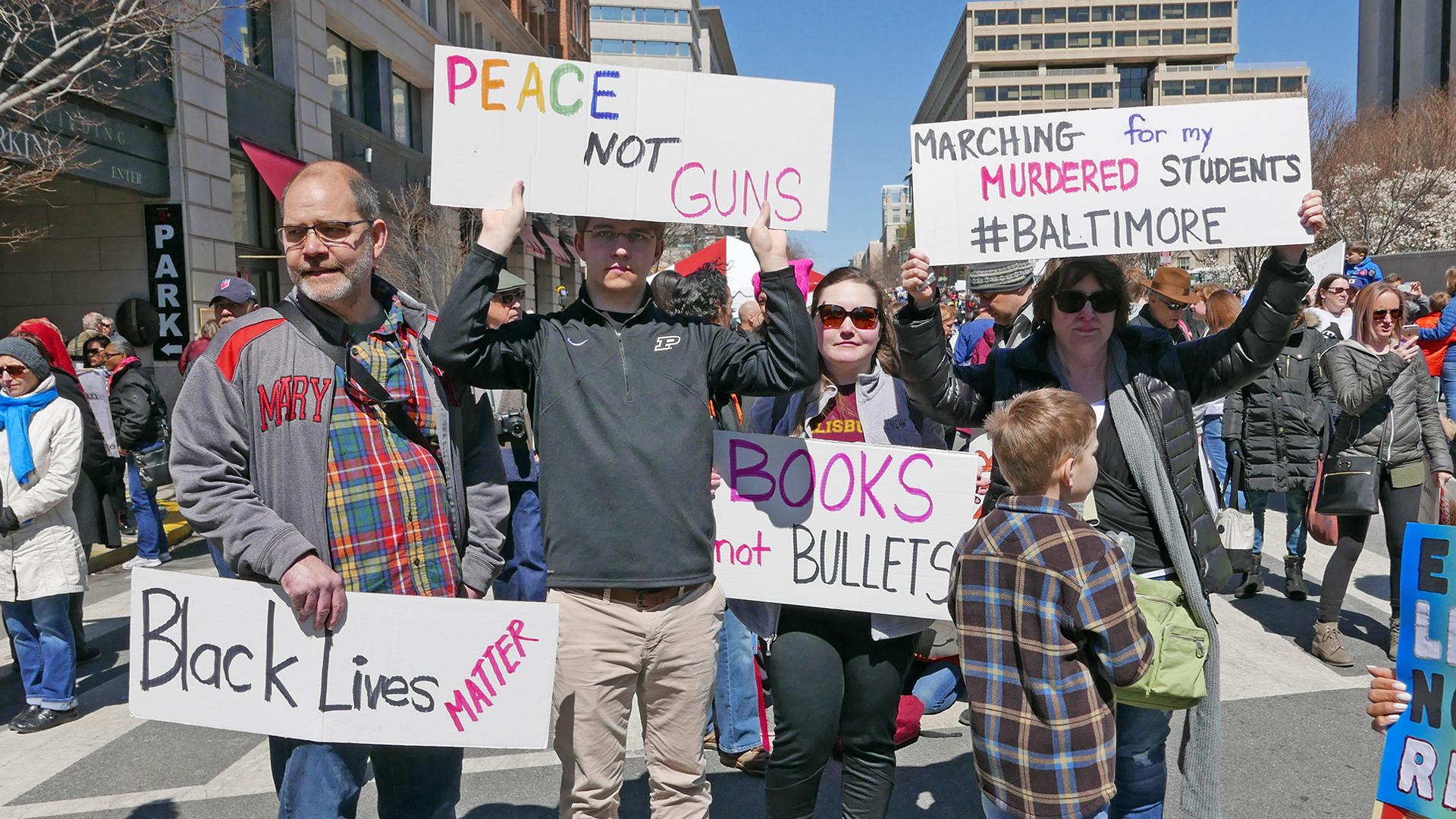 Demonstranten bei einer Protestaktion für schärfere Waffengesetze. Sie appelieren an die Vernunft.