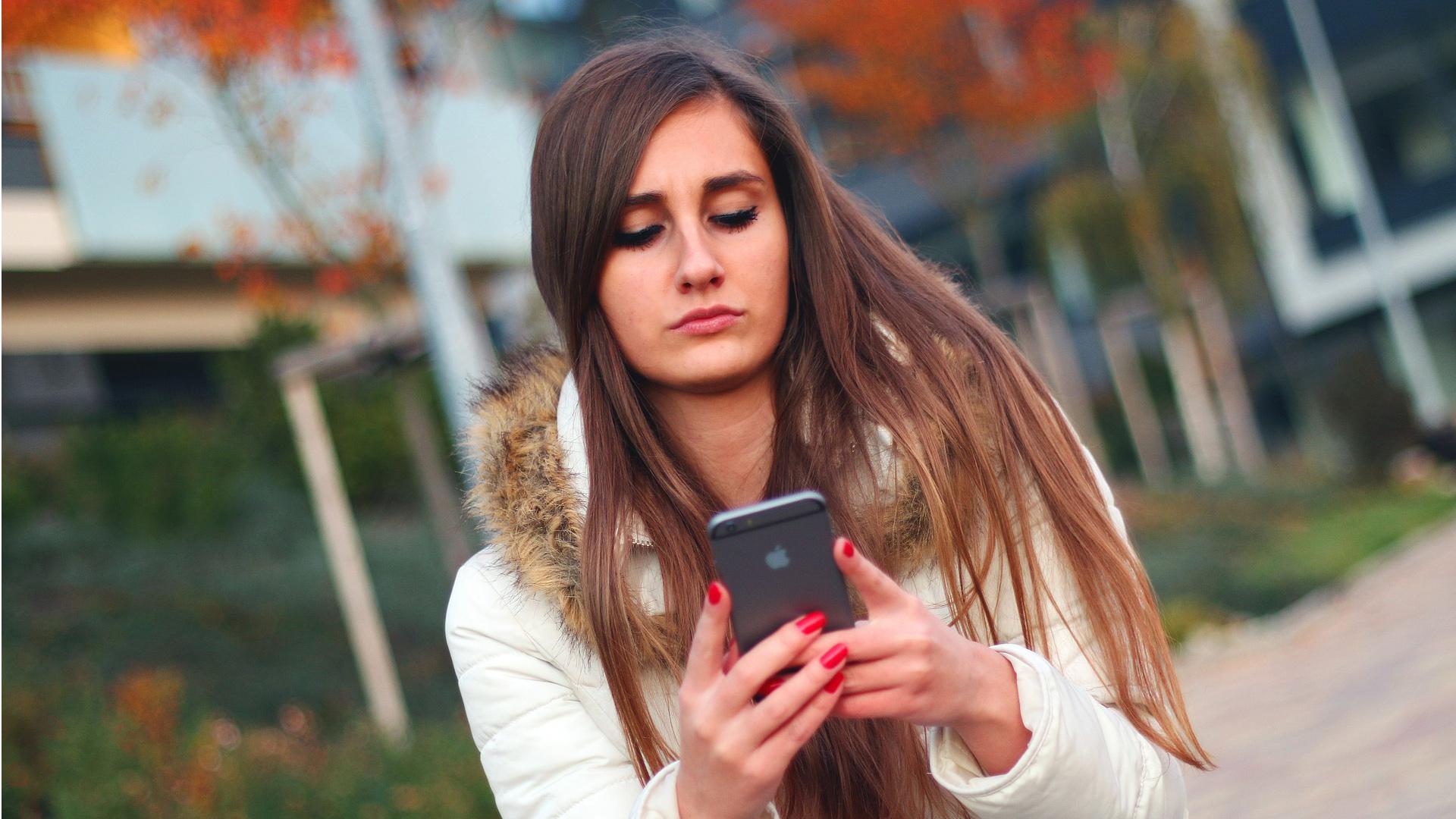 An Frankreichs Schulen wird demnächst ein absolutes Handyverbot gelten (Symbolbild)