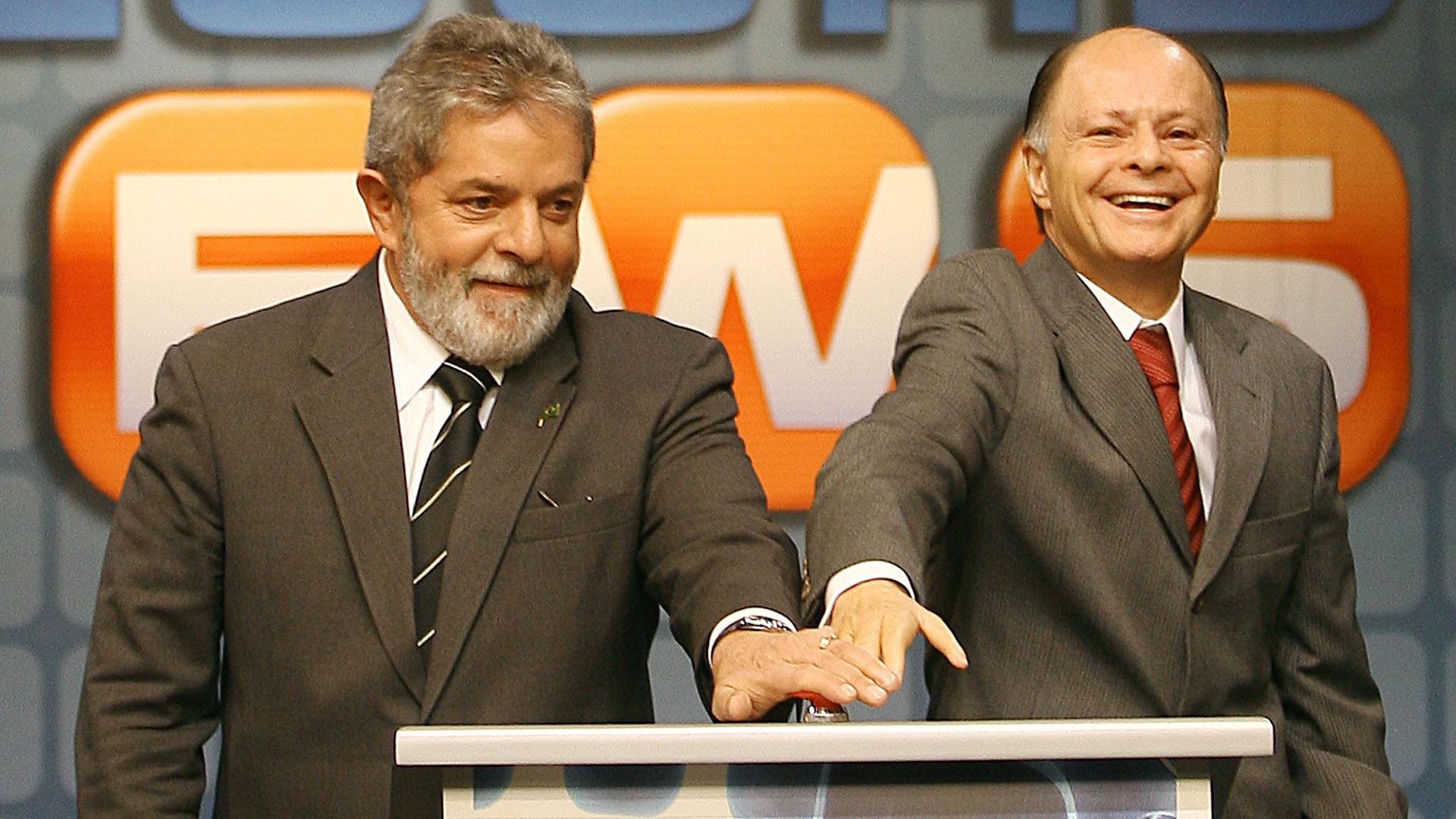 """Der ehemalige Präsident von Brasilien, Lula (l.), und der Besitzer von Rede Record und Gründer der """"Universalkirche"""", Edir Macedo (r.), 2007 während der Einweihungszeremonie von Record News, in São Paulo"""