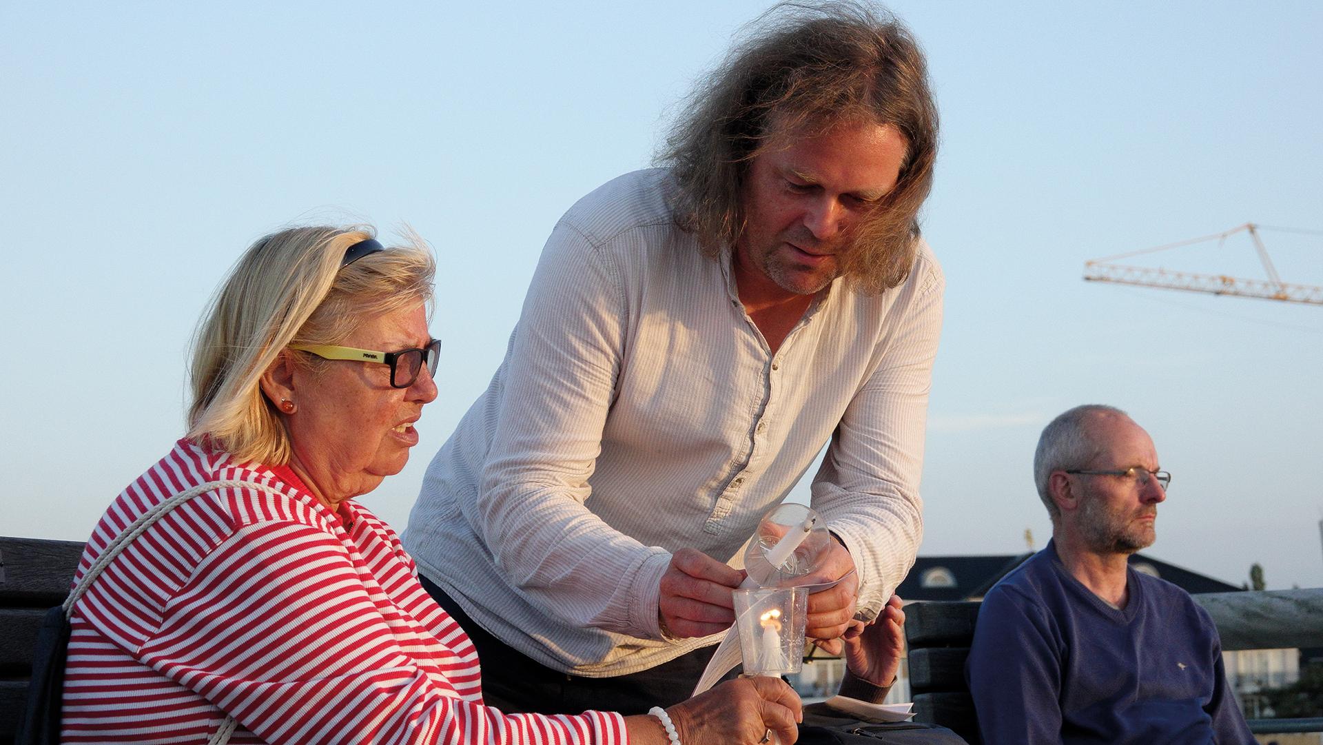 Gemeindepfarrer Höpfner nimmt gerne an den Andachten seiner Kollegin teil