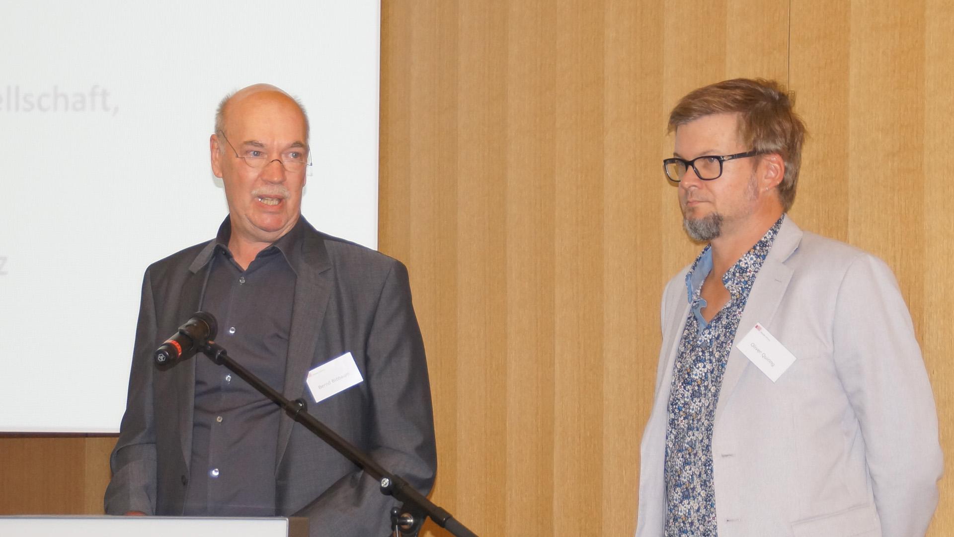 Die Kommunikationswissenschaftler Bernd Blöbaum und Oliver Quiring forschen zu der Frage, wie sehr die Menschen Medien und gesellschaftlichen Institutionen vertrauen