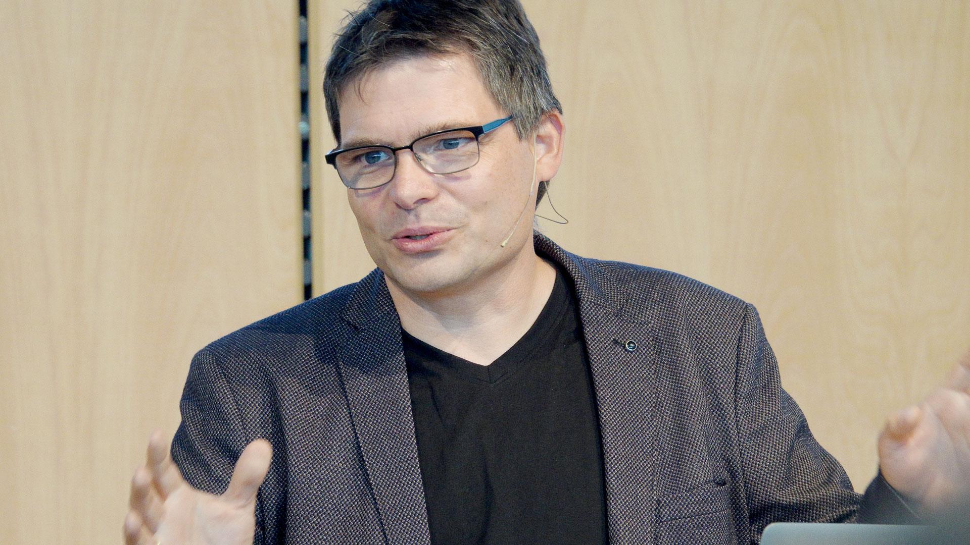 Jörg Dechert ist Vorstandsvorsitzender von ERF Medien. Der Technikbegeisterte hat zahlreiche Internetangebote mit entwickelt.