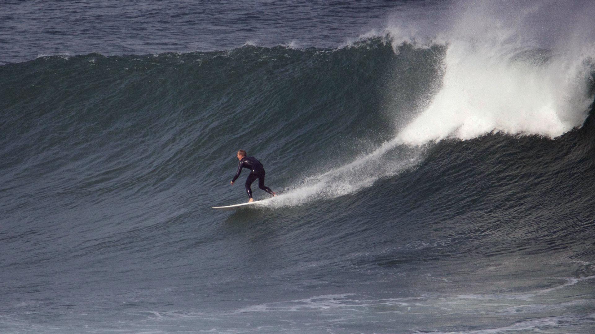 """Wellenreiter finden vor Dakar (Senegal) hervorragende Bedingungen. """"Ngor Rights"""" gilt unter Surfern als die drittbeste Welle Afrikas."""