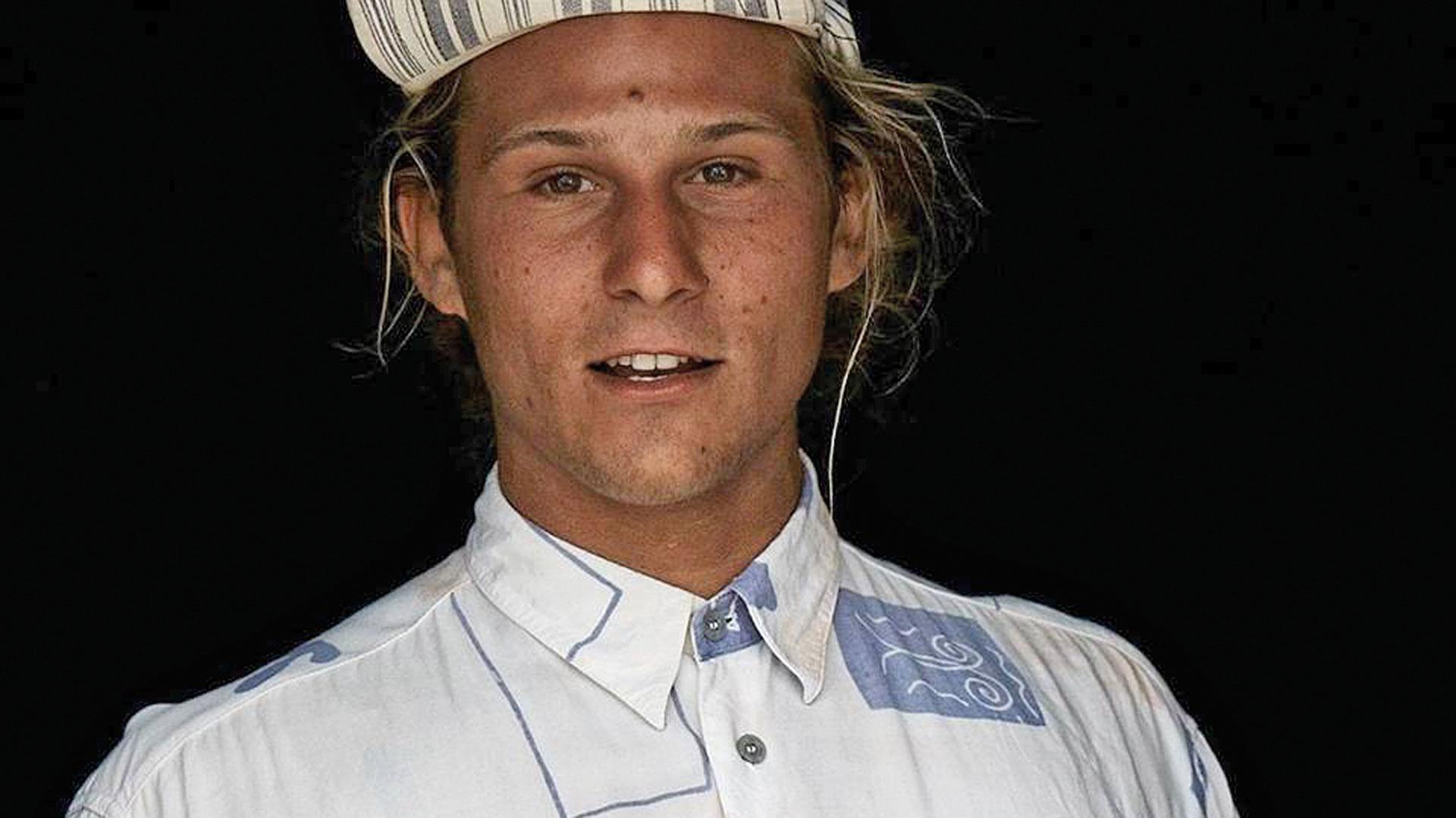 """Elias Gafafer ist 1993 geboren. Der Kaufmann hat sich während seines Studiums am Hillsong College in Australien in das Surfen verliebt und hat bereits als Surflehrer gearbeitet. """"Mein Herz schlägt für Menschen in Armut in Afrika und ich habe den Wunsch, ein Teil ihrer Gesellschaft zu werden."""" Er wird für zwei Jahre in den Senegal übersiedeln, um vor Ort als Surflehrer und Koordinator das gemeinsame Projekt voran zu bringen."""