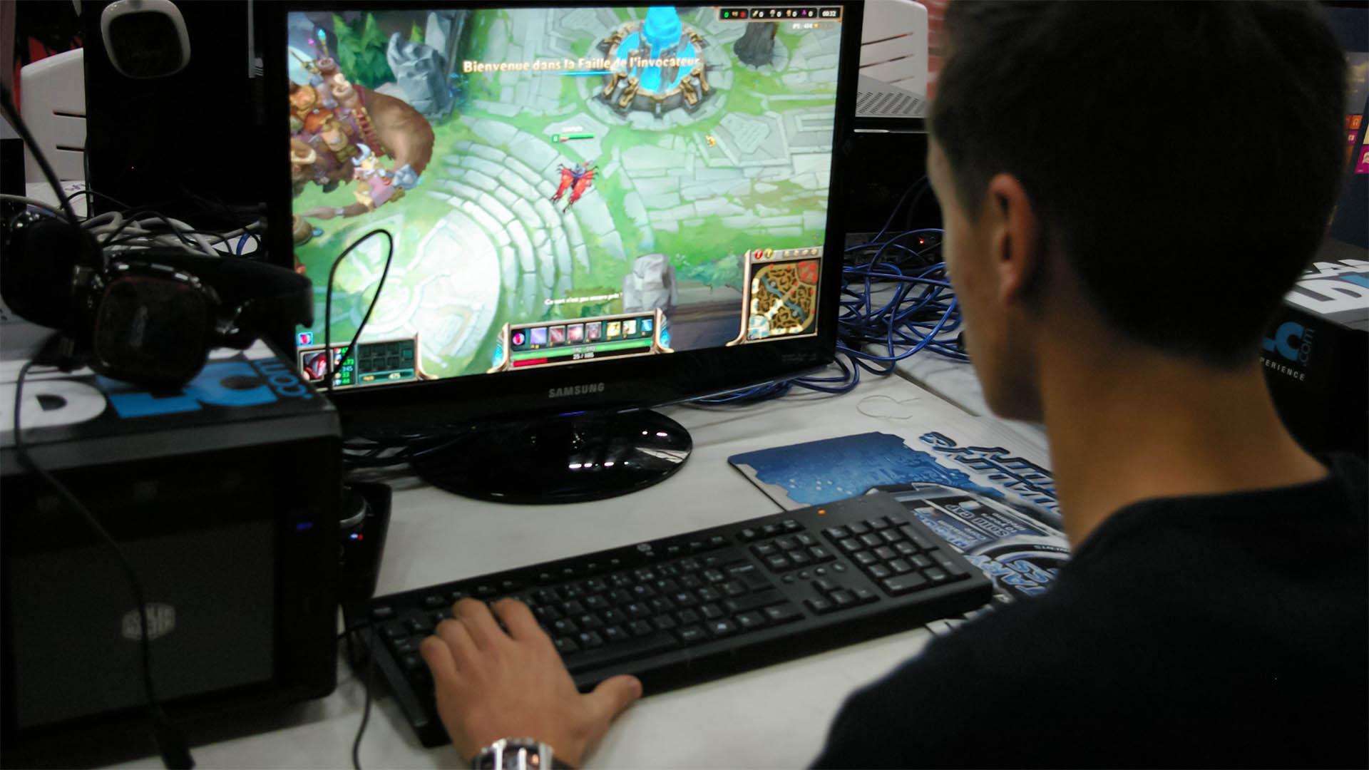 Neben der Drogensucht ist auch die Computerspielsucht ein verbreitetes Problem unter jungen Menschen