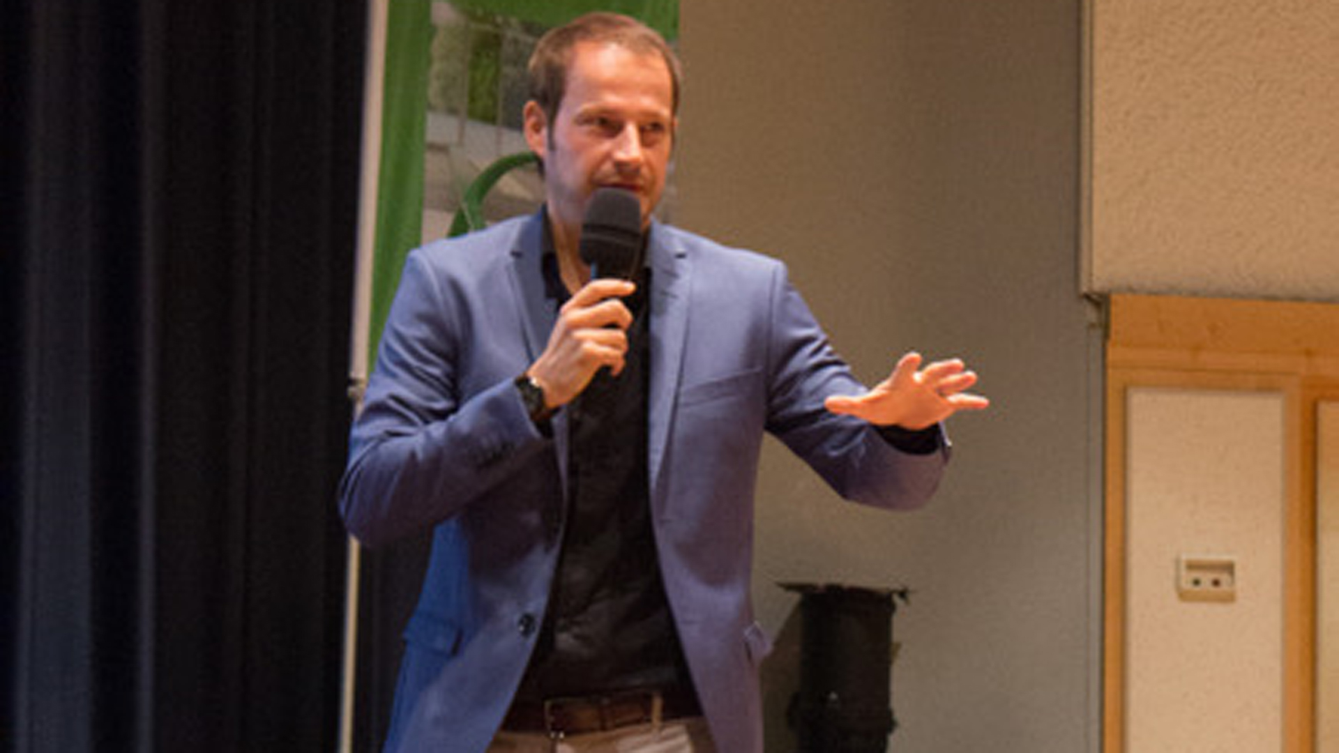 """""""Wertschätzung fängt immer bei einem selber an"""", sagt Tim Niedernolte, Hauptreferent der Jahrestagung der """"Initiative Wirtschaft"""" in Bad Sassendorf"""