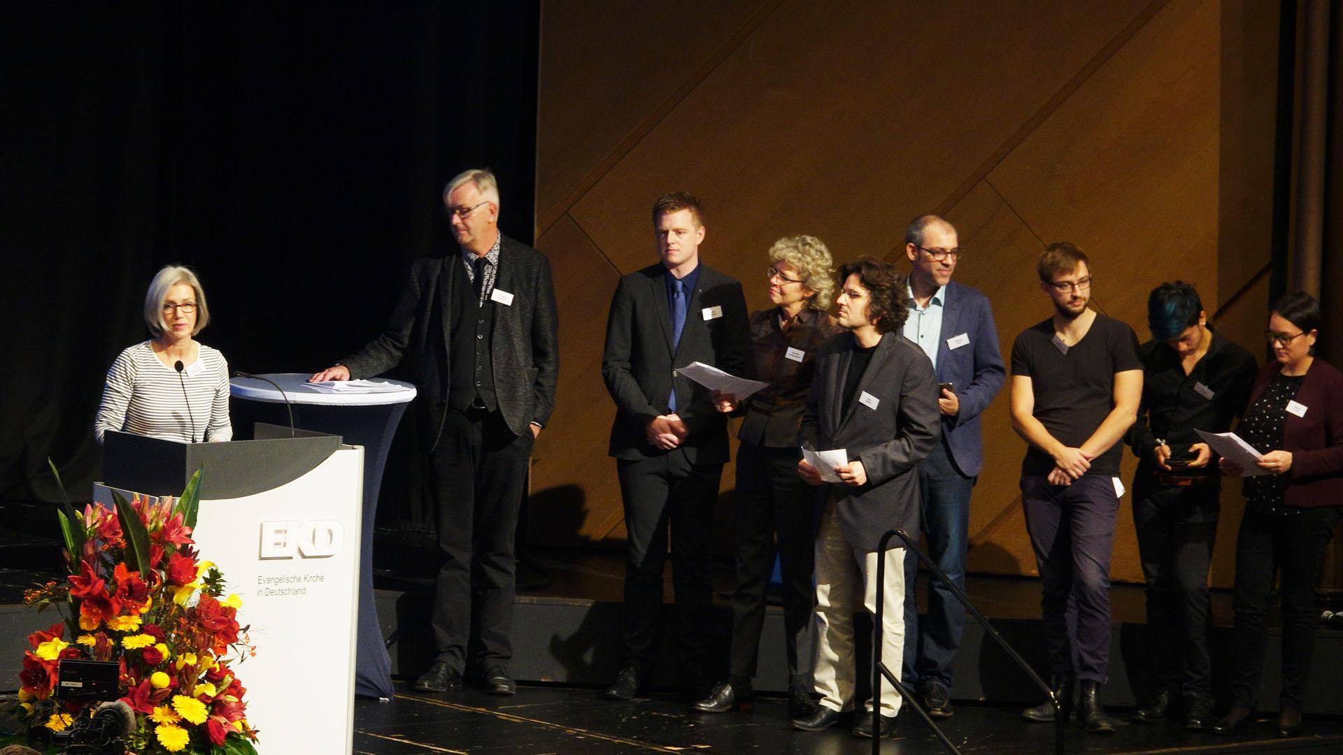 Der Vorbereitungsausschuss für das Schwerpunktthema der EKD-Synode präsentierte zehn Thesen dazu, wie die Kirche jungen Menschen eine Heimat bieten könnte